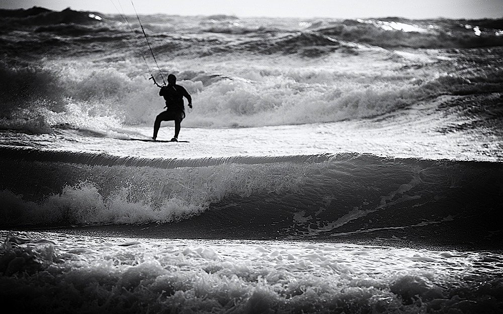 Incidente Kite mare grosso tempesta pro kitesurf roma