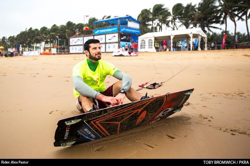 Alex Pastor kitesurfing