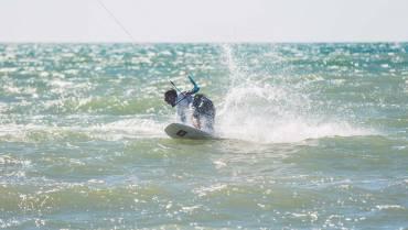 18 Basic Tricks kitesurfing freestyle strapless – Scuola Kite Surf