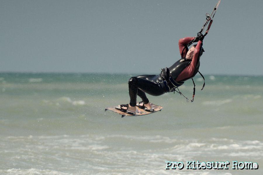 Pro-Kitesurf-Roma-Scuola-corsi-lezioni-Kite-Freestyle-Torvaianica-Primavera-2013-2013-13-.jpg