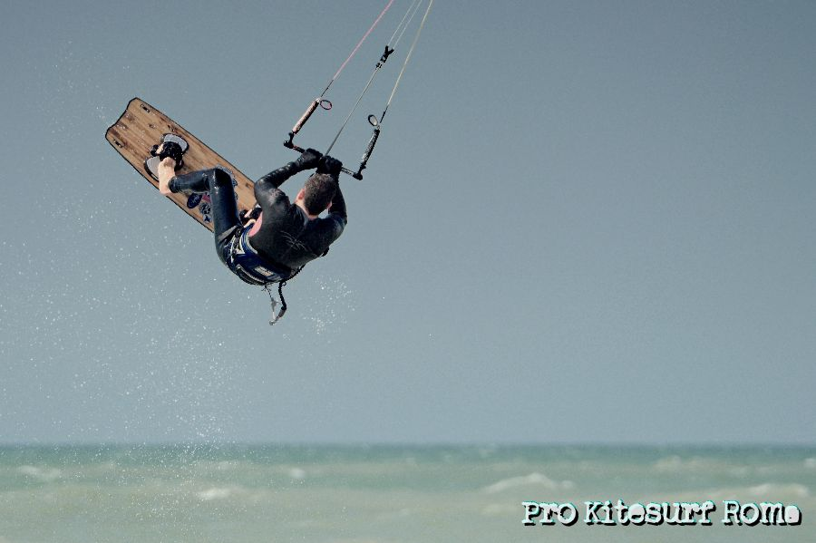 Pro-Kitesurf-Roma-Scuola-corsi-lezioni-Kite-Freestyle-Torvaianica-Primavera-2013-2013-3-.jpg