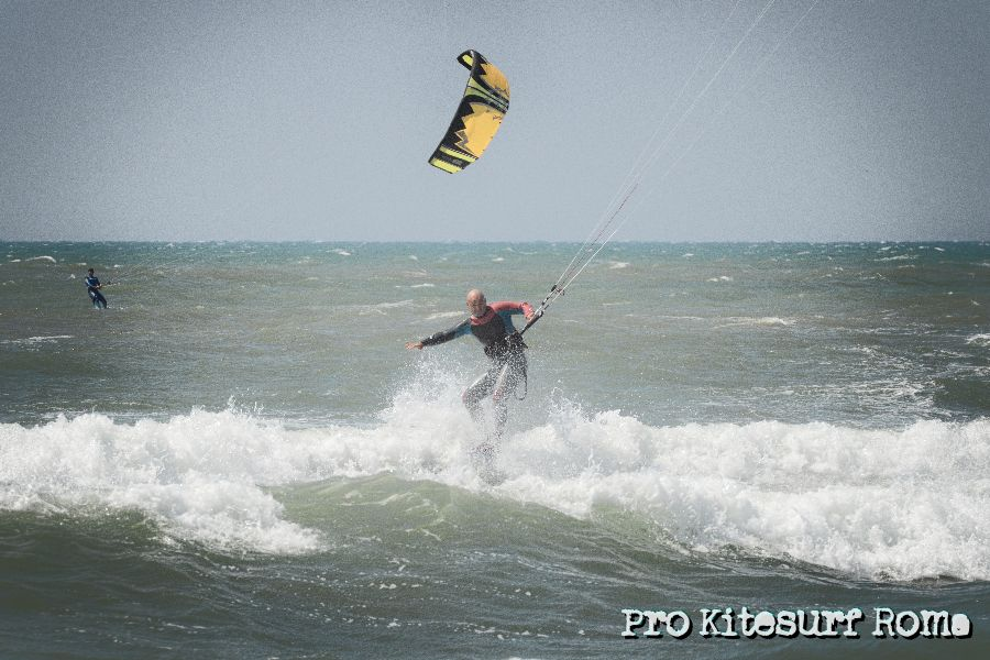 Pro-Kitesurf-Roma-Scirocco-a-Torvaianica-Slingshot-RPM-FUEL-2.jpg
