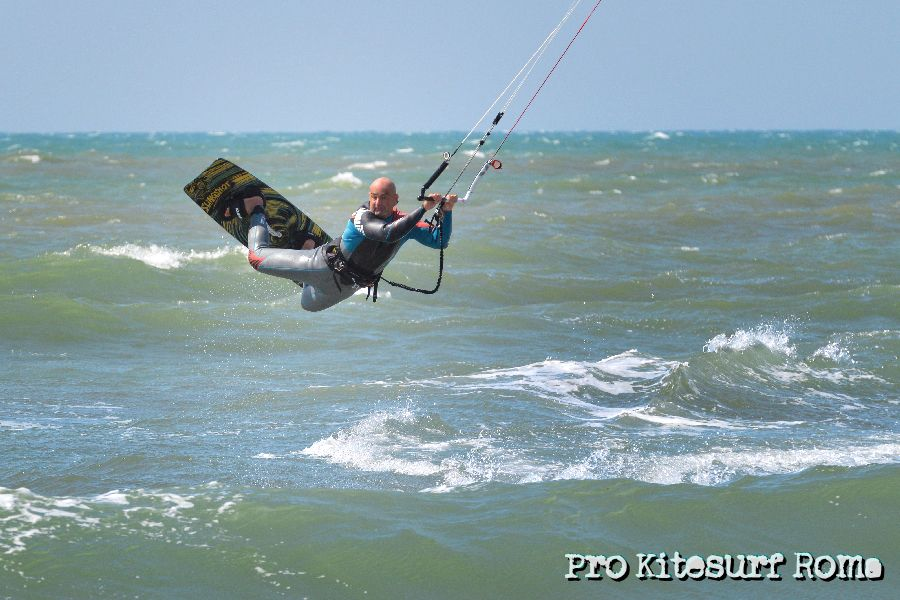 Pro-Kitesurf-Roma-Scirocco-a-Torvaianica-Slingshot-RPM-FUEL-4137.jpg