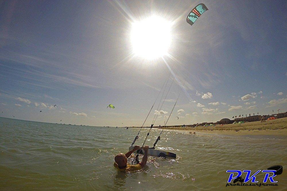 Kitesurf waterstart partenza dall'acqua