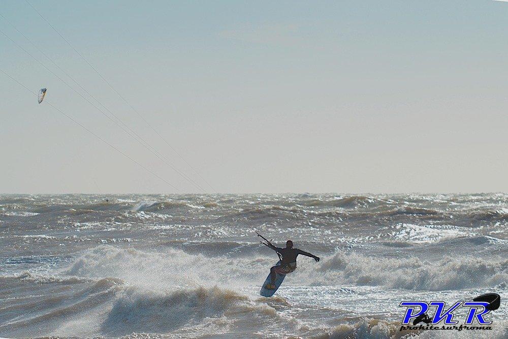 Kitesurf-grande-mareggiata01.jpg