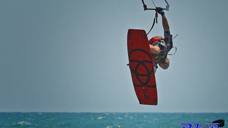 Sergio Santamaria – Kiteboarder Freestyle