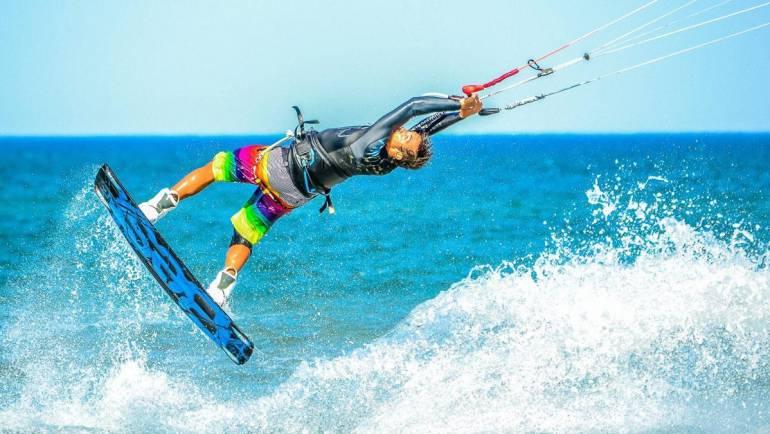 Molti giovani al Campionato del Mondo di Kitesurfing Freestyle