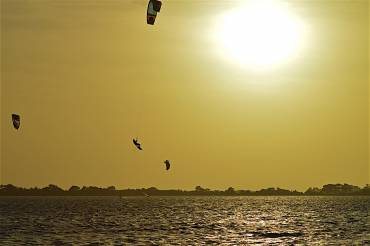 Questo è il Kitesurfing – Adrenalina pura!