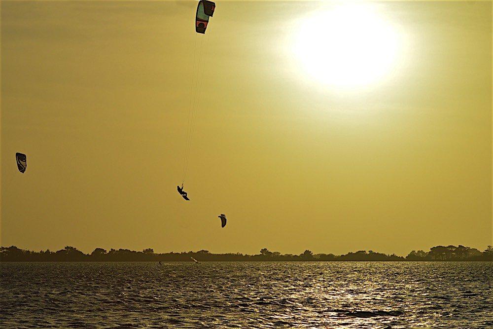 questo è il kitesurfing