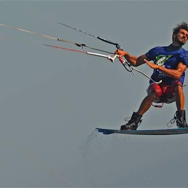 Emanuele Minutello – Kitesurfing freestyle e Wakestyle in Sicilia
