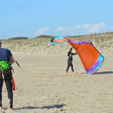 Lancio del kite con assistente – Kitesurfing Video Tutorial