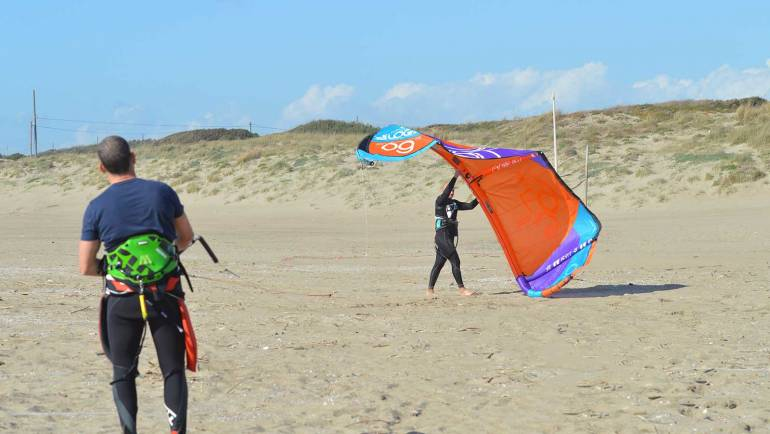 Lancio del kite con assistente – Kitesurfing Video Tutorial