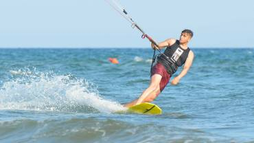 Kitesurfing Freestyle Strapless – Backroll – Simone Lori