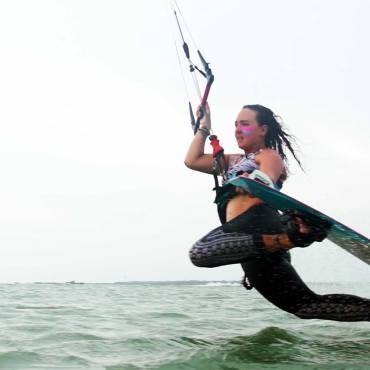 Dark Slide – Kitesurfing Freestyle video tutorial