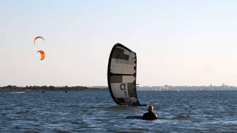 Come rilanciare il kite dall'acqua con poco vento – Video Tutorial