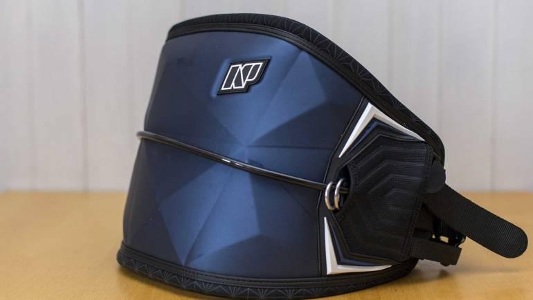 NP (NeilPryde) BOMB – Trapezio multi sport – Caratteristiche Test Recensione