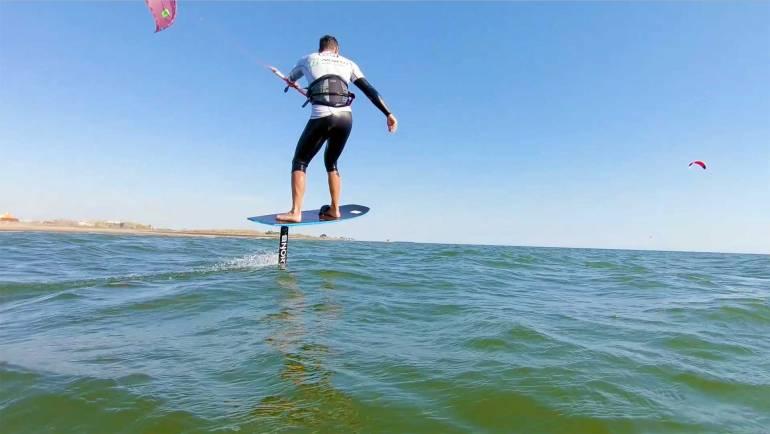 Kitesurf video blog nr. 14 – Hydro Foil Session – Soluzione quando il vento scarseggia