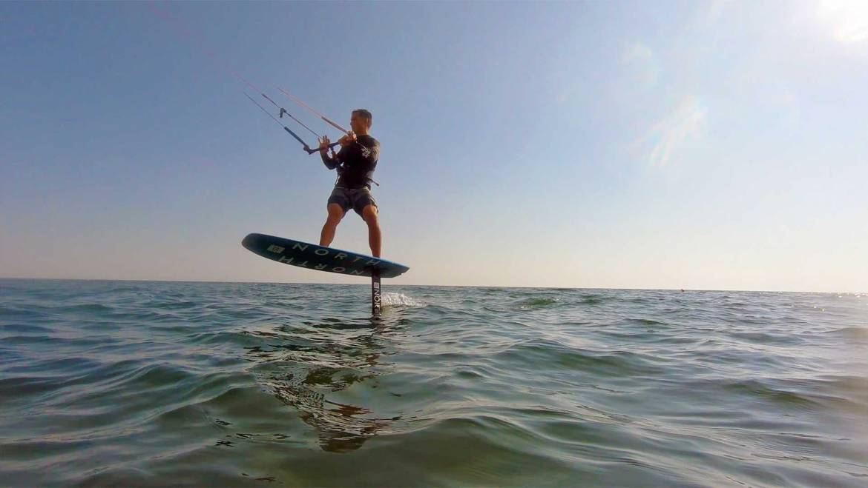 Kitesurfing foil video tutorial nr.1 – La partenza dall'acqua
