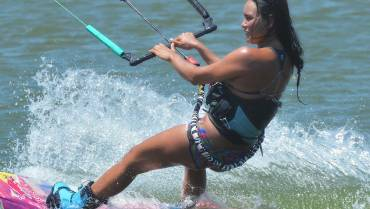 Express yourself – Bruna Kajiya dedica questo video al kiteboarding