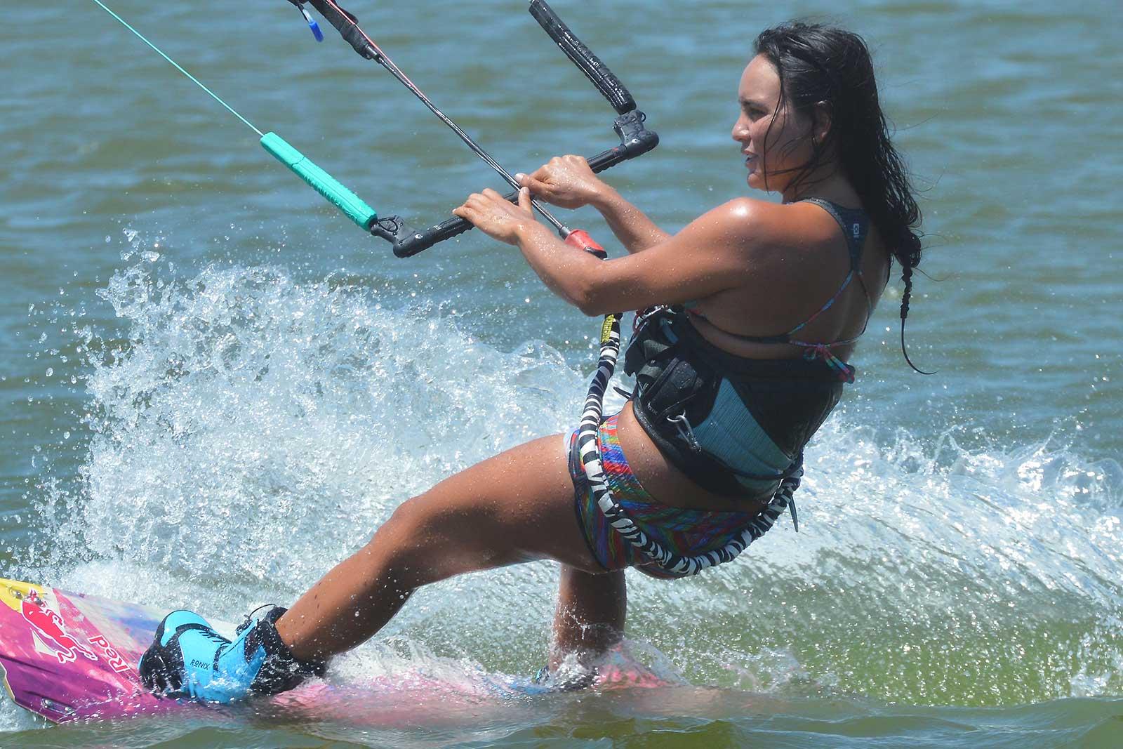 Bruna-Kajiya-kitesurf