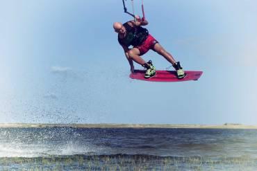 Kiteboarding: 5 manovre adatte ai principianti (top 5 kitesurfing tricks)