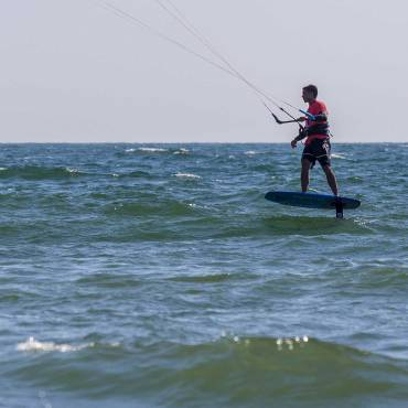 Hydrofoil freestyle strapless: divertirsi tanto con poco vento