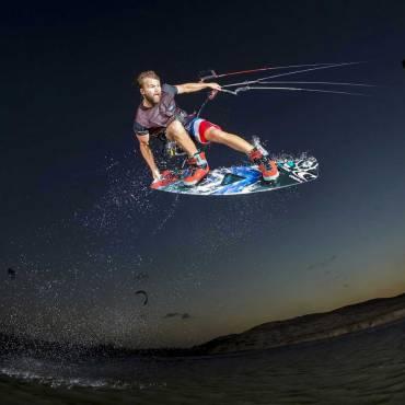 Kitesurf Wakestyle – Usare le onde come rampe