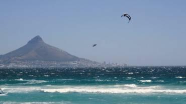 Maarten Haeger salta a 32 metri di altezza con il kite – Nuovo Record del Mondo
