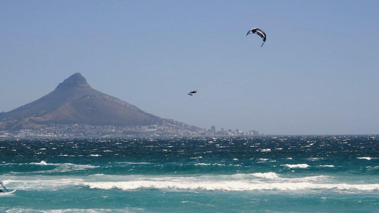 Maarten Haeger salta 32 metri kite surf