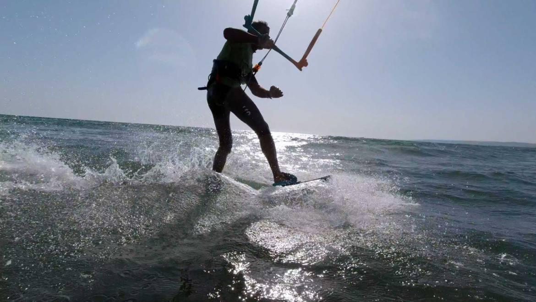 Cambio Mura con tavola twin tip toe-heel side (Strambata) – Kiteboarding video tutorial