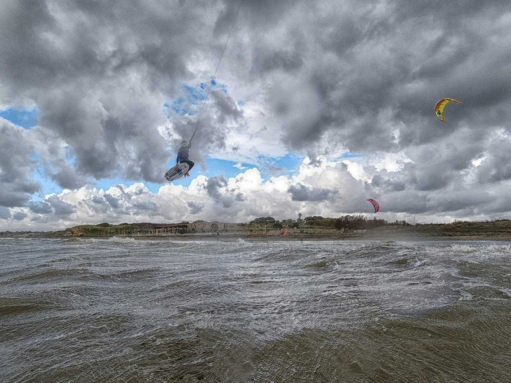Romano Raspini kitesurf wave